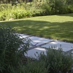 Quinta Do Lago: Jardins  por ECOSSISTEMAS; Áreas Verdes e Sistemas de Rega.,Moderno