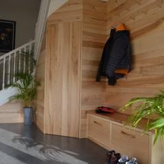 Ash Mountain Lobby:  Corridor & hallway by Hout Design