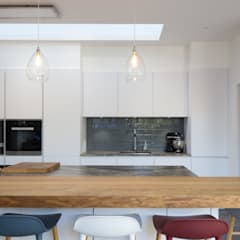Kitchen:  Kitchen by Hetreed Ross Architects