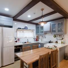 양평 개군면 주읍리 단독주택: 위드하임의  주방,컨트리
