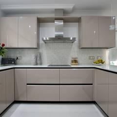Cozinha: Cozinhas  por Traços Intemporais Lda.