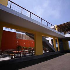 Restaurante ''Mi Propiedad Privada'': Restaurantes de estilo  por Artem arquitectura,
