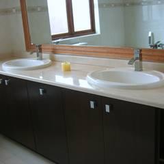 House in Blue Valley Golf Estate:  Bathroom by Metallica Steel Innovators, Classic