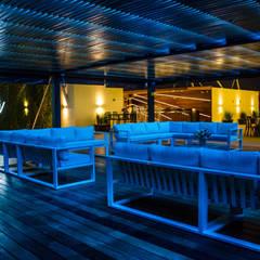 Salón para eventos sociales | Invita: Salones para eventos de estilo  por Estudio Chipotle