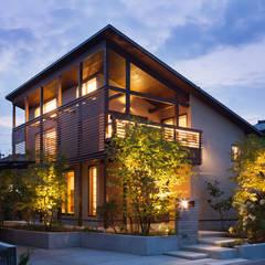 夕景: HAN環境・建築設計事務所が手掛けた家です。