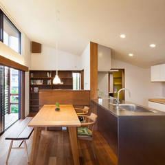 長野の家: HAN環境・建築設計事務所が手掛けたダイニングです。