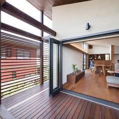 長野の家: HAN環境・建築設計事務所が手掛けたテラス・ベランダです。
