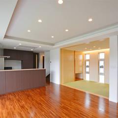 森の二世帯: 久友設計株式会社が手掛けた和室です。