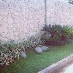 Tukang taman Surabaya -proyek Rumah tinggal: Taman oleh Tukang Taman Surabaya - Tianggadha-art,