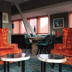 Penthouse in Den Haag: landelijke Woonkamer door Alex Janmaat Interieurs & Kunst