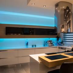 Design Hub interiors by Çise Mısırlısoy İç Mimar  – Apartman Dairesi:  tarz Mutfak üniteleri