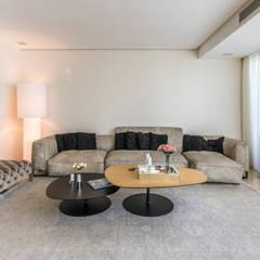 Recibidor - Mobiliario: Salas / recibidores de estilo  por Design Group Latinamerica