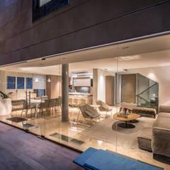CASA FV: Salas / recibidores de estilo  por Design Group Latinamerica