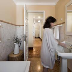 Casa de Banho: Casas de banho  por Estúdio AMATAM