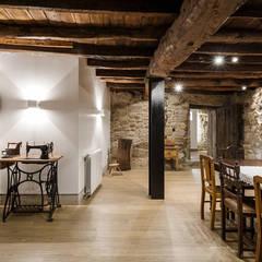 Sala de Jantar: Salas de jantar  por Estúdio AMATAM