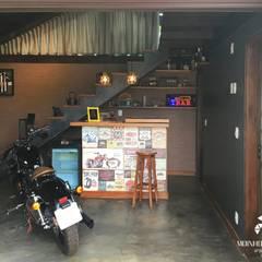 Garajes y galpones de estilo  por Moinho de Ideias Arquitetura