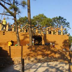 Centro Comunitario Wixarika La Cebolleta, Jalisco - Programa VACA : Casas de campo de estilo  por Juan Carlos Loyo Arquitectura
