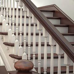 Escaleras de estilo  por qoD.design архитектурная мастерская