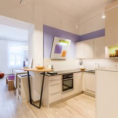 """Stadtwohnungen und Zweitwohnsitze –  muss ich auf das """"Zuhause-Gefühl"""" wirklich verzichten?  : ausgefallene Küche von Horst Steiner Innenarchitektur"""