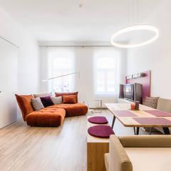 """Stadtwohnungen und Zweitwohnsitze –  muss ich auf das """"Zuhause-Gefühl"""" wirklich verzichten?  :  Wohnzimmer von Horst Steiner Innenarchitektur"""