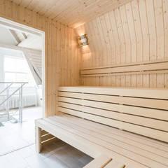 Lichte sauna van Cleopatra: moderne Spa door Cleopatra BV