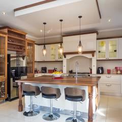 HOUSE DLAMINI:  Kitchen by Première Interior Designs, Classic