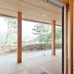 Corridor & hallway by 건축사사무소 아키포럼