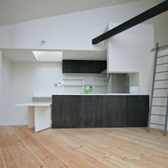 対面式キッチン: 石川淳建築設計事務所が手掛けたシステムキッチンです。