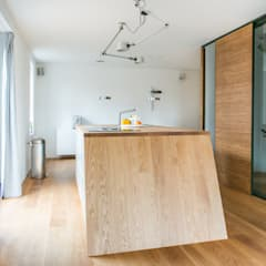 Complete make-over woonkamer en keuken:  Built-in kitchens by B1 architectuur
