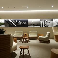 Oficinas y Tiendas de estilo  por TC Arquitetura por Tereza Costa