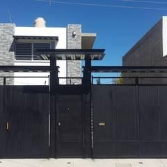 LOCAL COMERCIAL: Casas unifamiliares de estilo  por DALSE Construccion & Remodelación