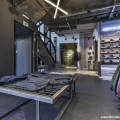 Sklep STREET SUPLY w Warszawie: styl , w kategorii Podłogi zaprojektowany przez Bautech Sp. Z O.O.