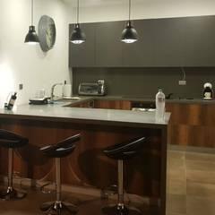 Cocina - Acogedoras: Cocinas integrales de estilo  por TRES52 S.A.S