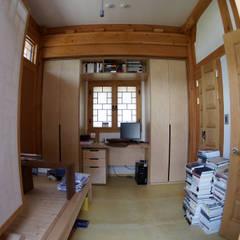 Media room by 건축사사무소 아키포럼