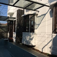 Casa unifamiliare in stile  di Urbanismo Indonesia