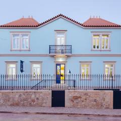 Hostel na Parede Casas ecléticas por AURORA ARQUITECTOS Eclético