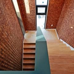 Stairs by 피앤이(P&E)건축사사무소