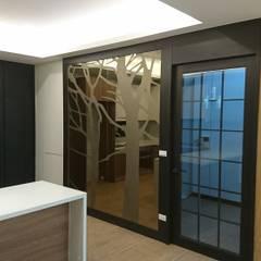 وحدات مطبخ تنفيذ 窩居 室內設計裝修,