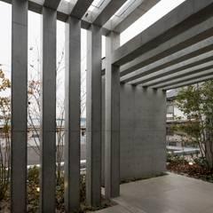 勝間田の家: 岸本泰三建築設計室が手掛けた壁です。