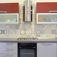 La casa del collezionista -cucina-: Cucina in stile in stile Eclettico di Rosa Gorgoglione Architetto