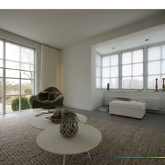 minimalistisch interieur:  Woonkamer door KleurInKleur interieur & architectuur