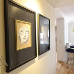 Remodelação de apartamento: Corredores e halls de entrada  por Stylish Mood Lda.