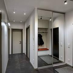 TOPOS. Apartments 105 q.m.:  Flur & Diele von nadine buslaeva interior design