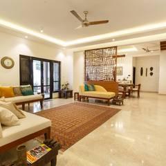 Classic Revive - Prestige Oasis: classic Living room by KRIYA LIVING