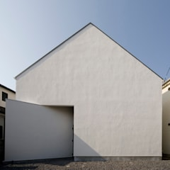 ミニマルデザインの外観: 石川淳建築設計事務所が手掛けた二世帯住宅です。
