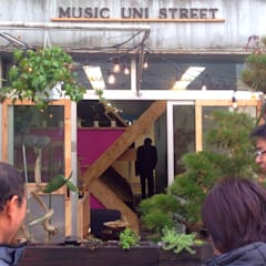 Music Uni Street Backpackers Hostel: INTERIOR BOOKWORM CAFEが手掛けたホテルです。