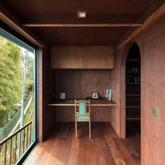 Jardines de invierno de estilo ecléctico por SQOOL一級建築士事務所