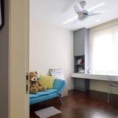 Windows On The Park:  Living room by Hatch Interior Studio Sdn Bhd