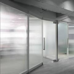 經緯整合行銷辦公室:  辦公室&店面 by 湜湜空間設計