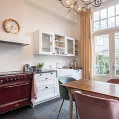 Uitbreiding woning en verbouwing badkamer/wellness, Nijmegen:  Keuken door Bob Romijnders Architectuur & Interieur, Mediterraan